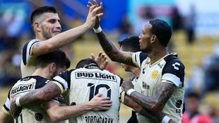 Dorados celebrando un gol ante los Cafetaleros.