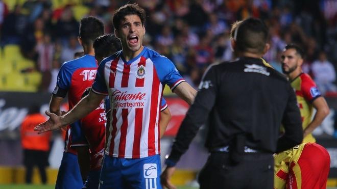 Antonio Briseño reclamando al árbitro.
