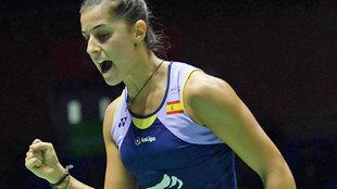Carolina Marín celebra un punto en su partido