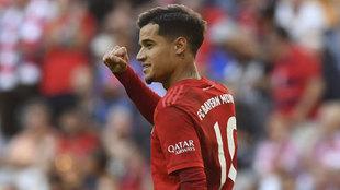 Coutinho celebra su gol al Colonia.