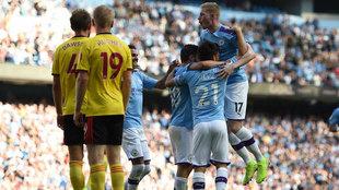 Los jugadores del City celebran uno de sus goles al Watford.