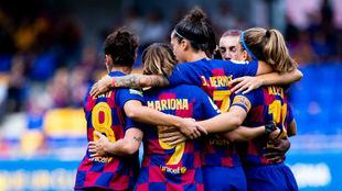 Las jugadoras del Barcelona celebran un gol ante el Atlético de...