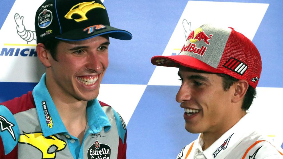 Álex y Marc Márquez, sonrientes.