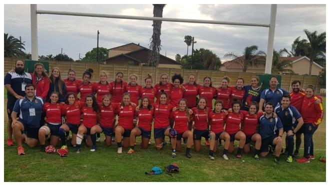 La selección española femenina de rugby antes del encuentro con...