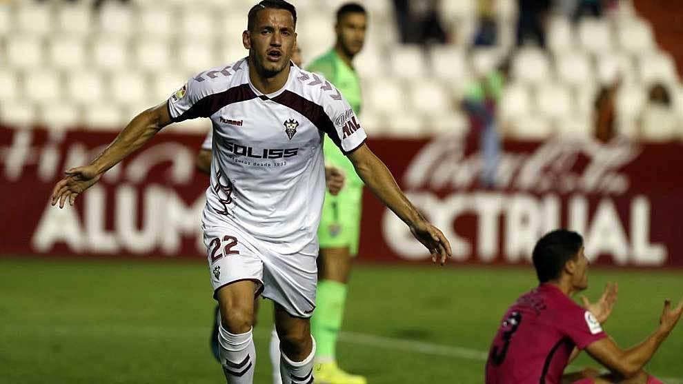 Rey Manaj celebra el gol del Albacete con Munir y Diego González detrás