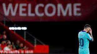 Lionel Messi se resigna tras el segundo gol del Granada