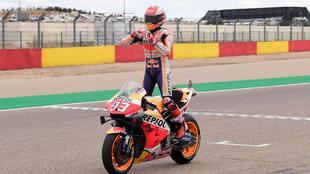 Marc Márquez celebra su victoria en MotorLand.