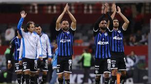Aplauden los jugadores del Querétaro.