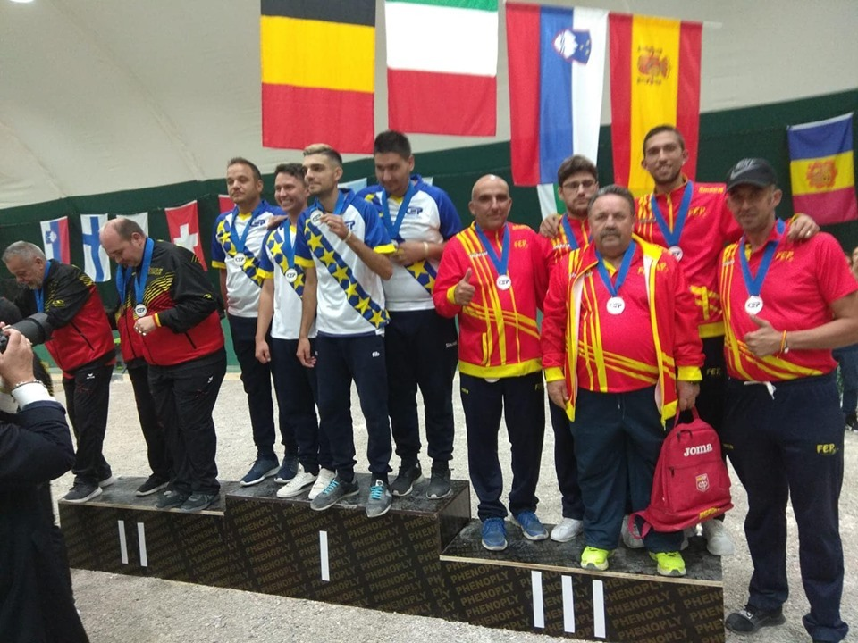 El podio de tripletas con la selección española con la medalla de...