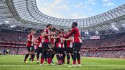 Los rojiblancos celebran el primer gol ante el Alavés.