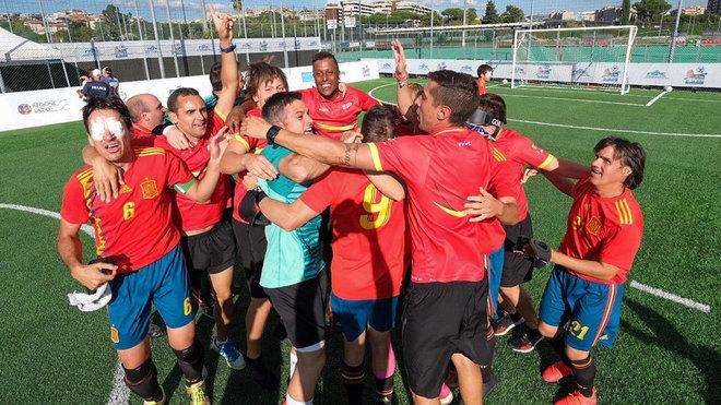 La selección española celebra el título continental en Roma.