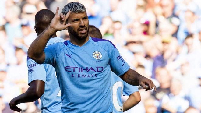 Agüero celebra su gol al Watford.