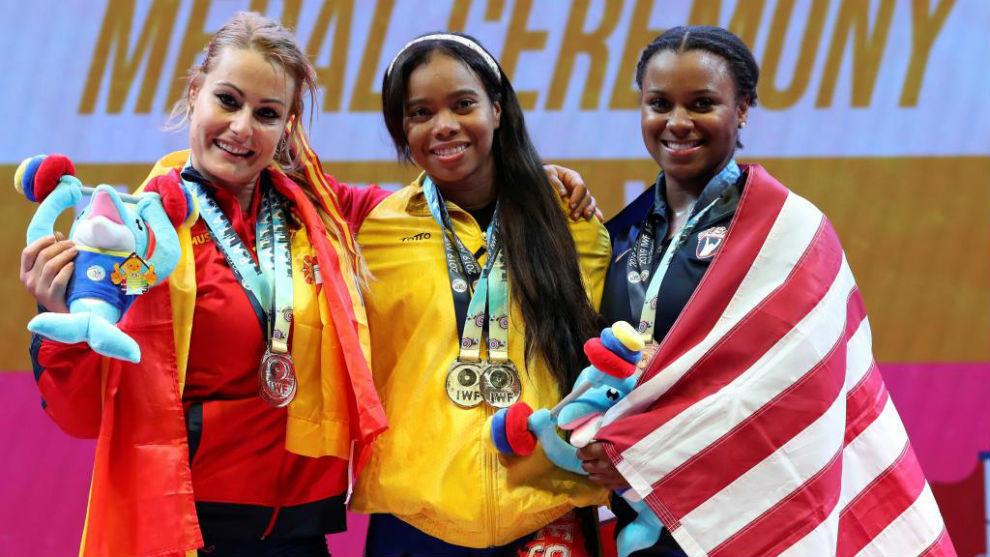 Lydia (plata), junto a Solís (oro) y Arthur.