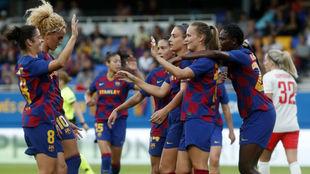 Las jugadoras del Barcelona celebran un gol ante la Juventus en el...