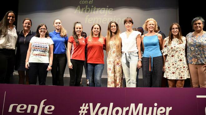 Participantes en la charla-coloquio 'El arbitraje femenino español, a...