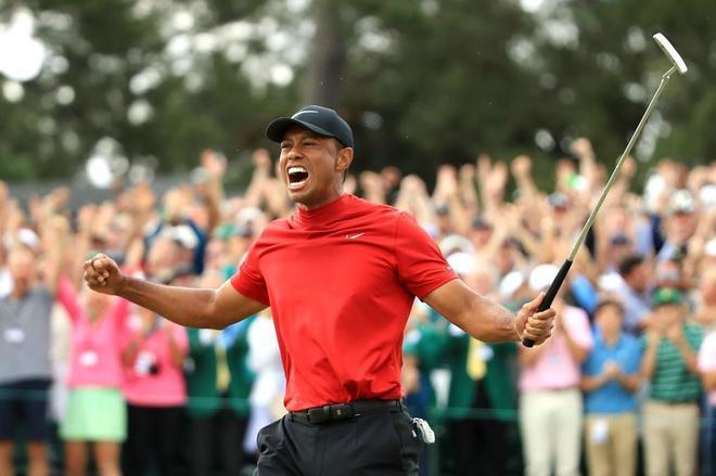 Tiger Woods celebra su victoria en el Masters de Augusta.