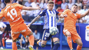 Maxi Villa remata a puerta contra el Oviedo