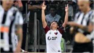 'La Pulga' Rodríguez celebra el gol de penalti logrado ante el...
