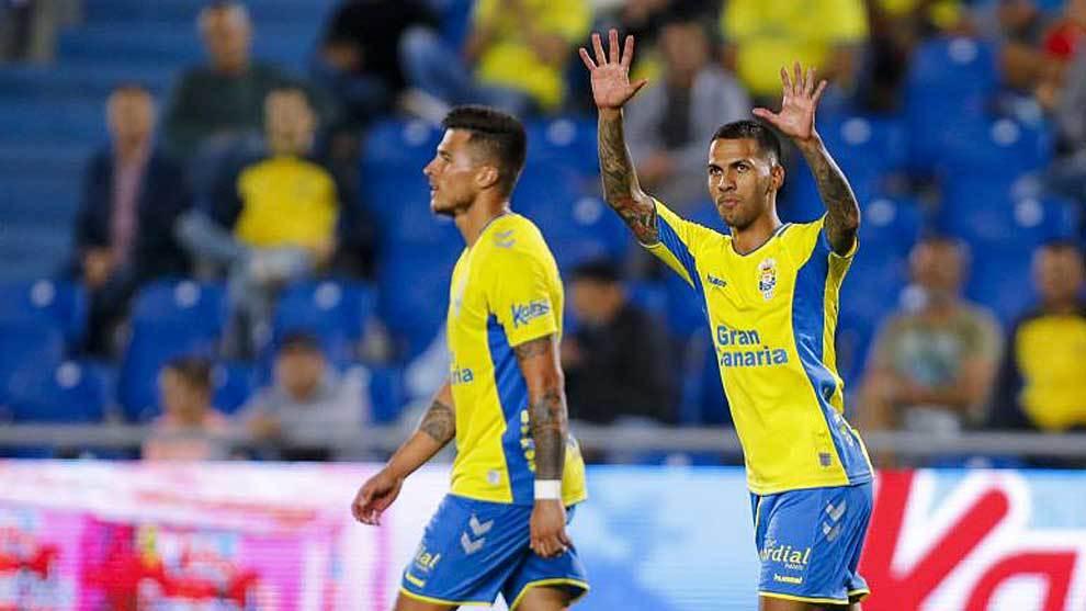 Jonathan Viera celebra en el Gran Canaria uno de sus dos goles al...