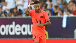 Neymar celebra el tanto anotado al Girondins
