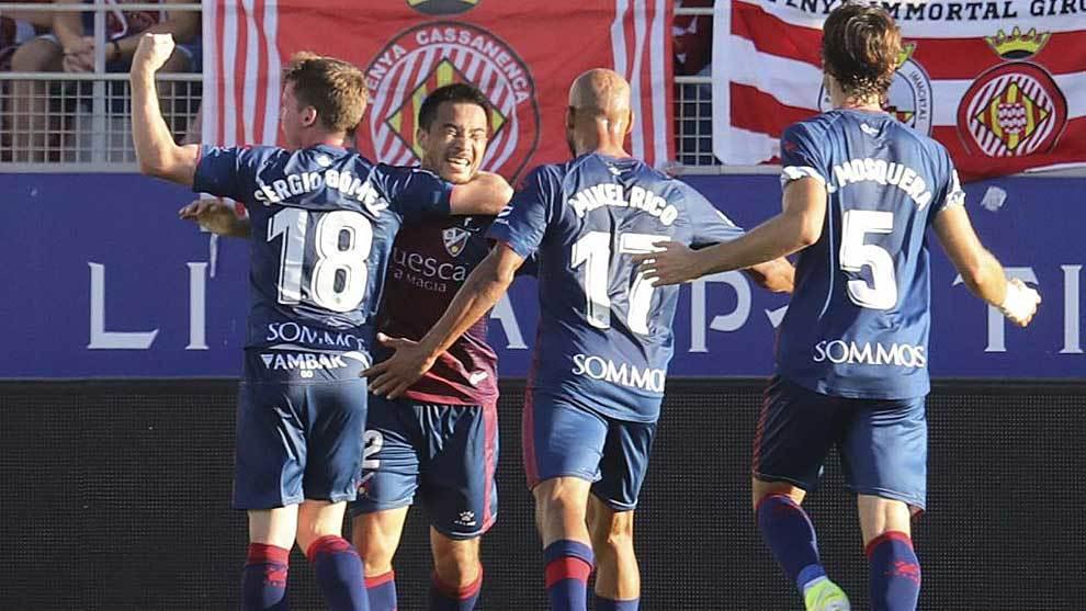 Okazaki celebra con sus compañeros el gol del triunfo en El Alcoraz