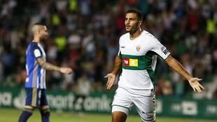 Qasmi celebra el tempranero gol del Elche ante la Ponferradina