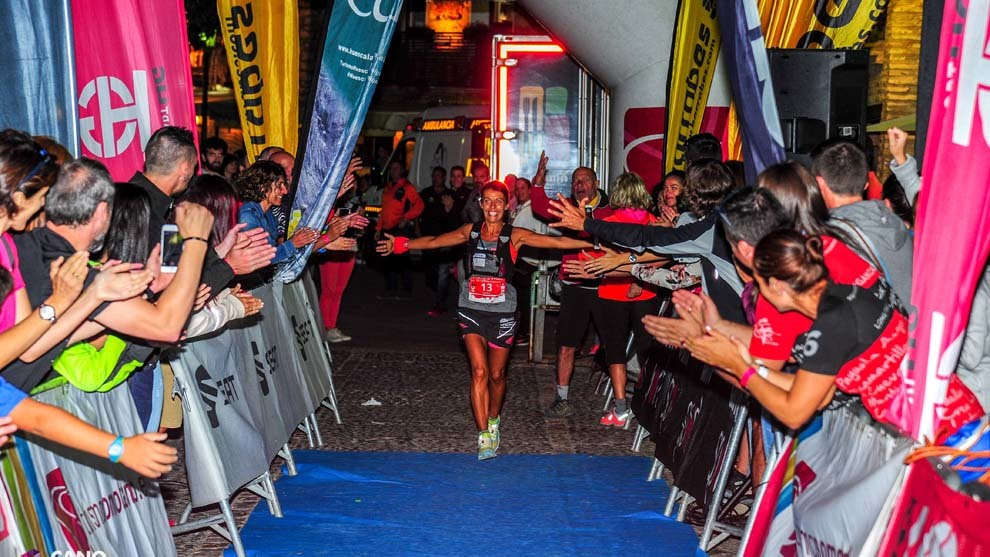 Gemma Arenas entando en meta vencedora en la edición del pasado año...