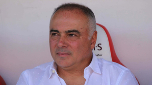Memo Vázquez en la banca.