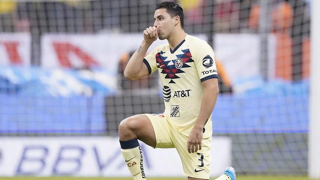 Jorge Sánchez se hinca.