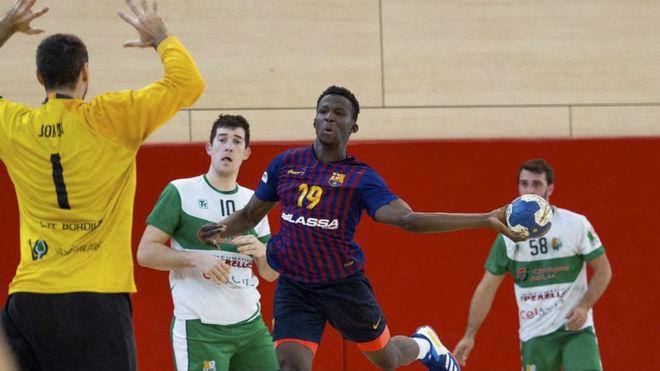 Un momento del partido entre el Bordils y el Barça B /