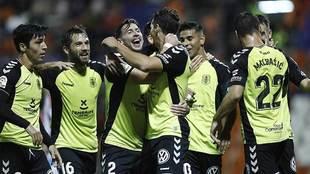 Los jugadores del Tenerife celebran uno de los cuatro goles en el Anxo...