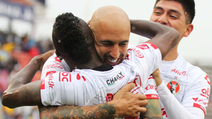 Ariel Nahuelpán celebrando uno de los goles de los Xolos.