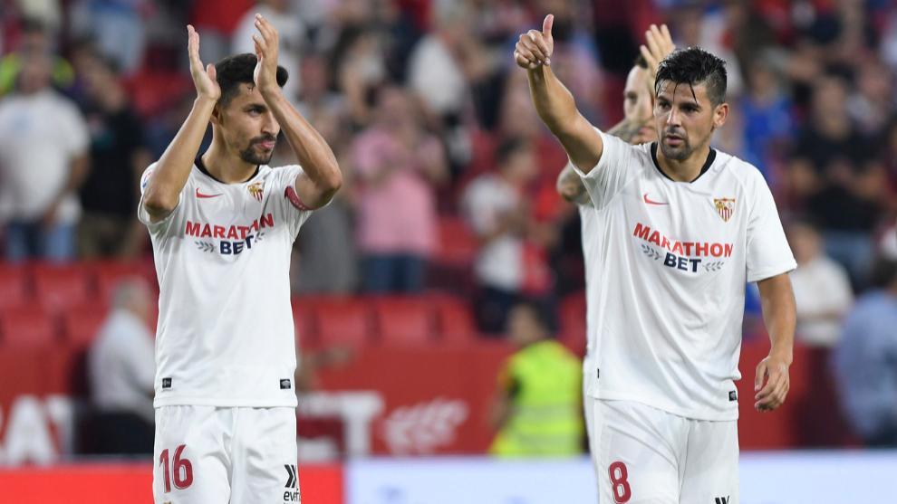 Navas y Nolito aplauden a la afición tras ganar a la Real.