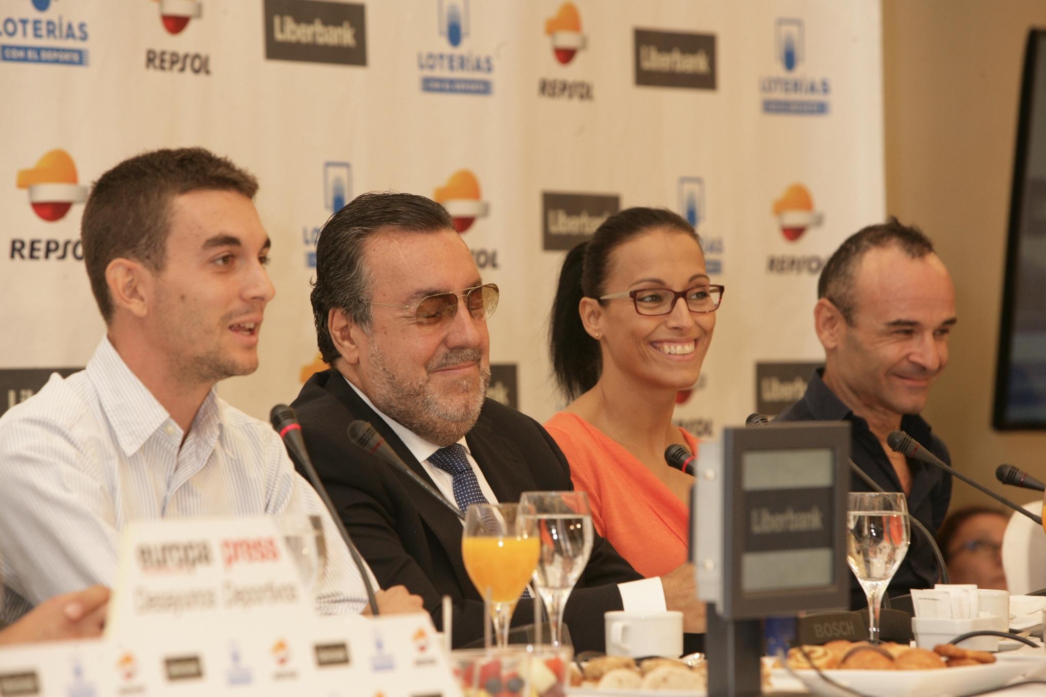 Teresa, junto a Gerard Descarrega, Miguel Carballeda y Ricardo Ten, en...