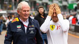 Helmut Marko camina junto a Vettel.