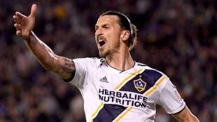 Zlatan Ibrahimovic, delantero sueco de Los Angeles Galaxy de Estados...