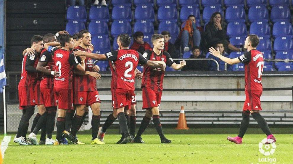 Jugadores del Mirandés celebran el gol de Marcos de Souza en Riazor