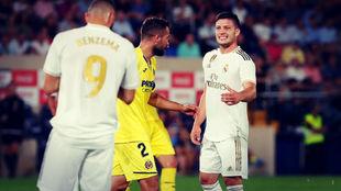 Jovic y Benzema durante el Villarreal - Real Madrid de LaLiga...