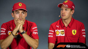 Vettel y Leclerc, durante el Gran Premio de Singapur.