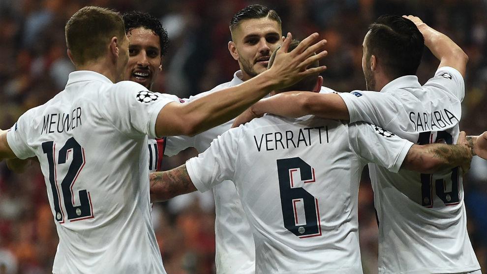 Icardi celebra el gol con sus compañeros.