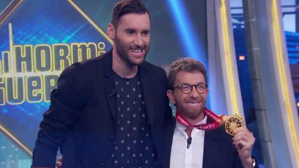 Rudy Fernández junto a Pablo Motos en 'El Hormiguero'