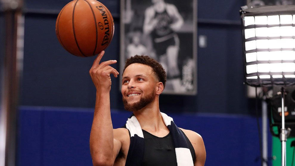 Stephen Curry durante la sesión de fotos del Media Day de los...