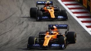 Carlos Sainz y Lando Norris durante el GP de Rusia.