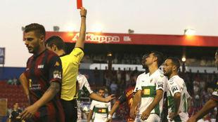 Manu Sánchez ve la roja en Almendralejo