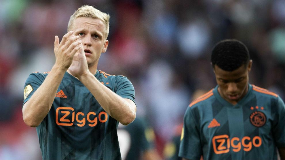 Van de Beek aplaza su fichaje por el Real Madrid hasta verano