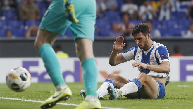 Calleri se lamenta de una acción en el partido ante el Ferencvaros.