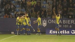 Los jugadores de  Las Palmas celebran el tanto de Jonathan Viera.