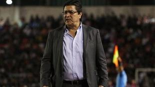 Luis Fernando Tena, entrenador de las Chivas.