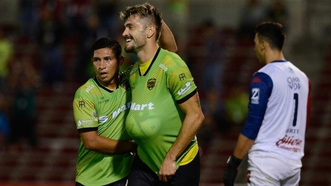 Leandro Carrijo celebrando el gol ante el Atlante.