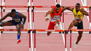 McLeod invade la calle de Orlando en la final de los 110 metros vallas